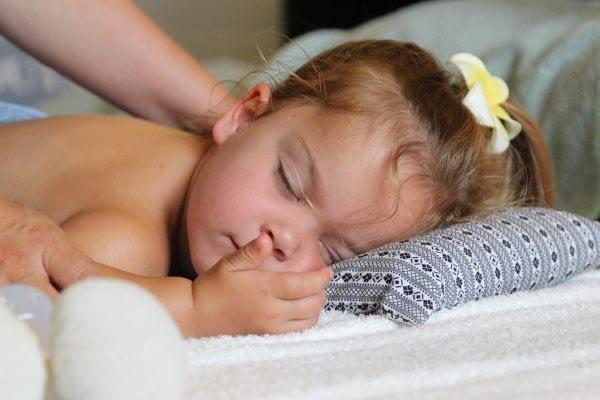 Kindermassage meisje