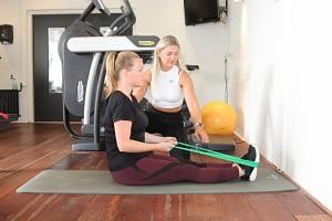 klachten na zwangerschap verhelpen met elastieke band training