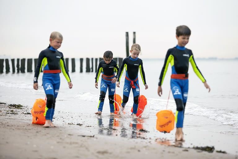 Praktisch leren gevaren van de zee. Fun- condie- zwemcursus