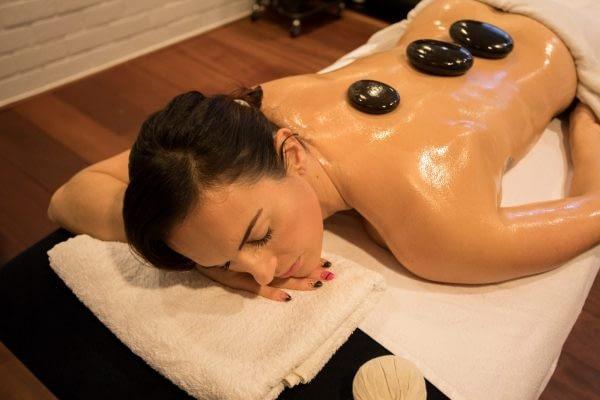 Hotstone massage Bewegingsplein Westduin herstel therapie