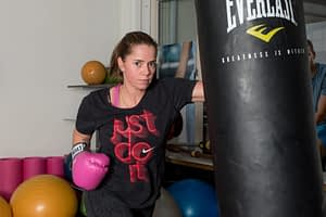 Dames boks les personal trainer, boksbal boksen, bokshandschoenen