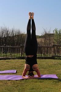 Hatha Yoga hoofdstand, Shirshasana, kopstand, westduin, zeeland, Vlissingen