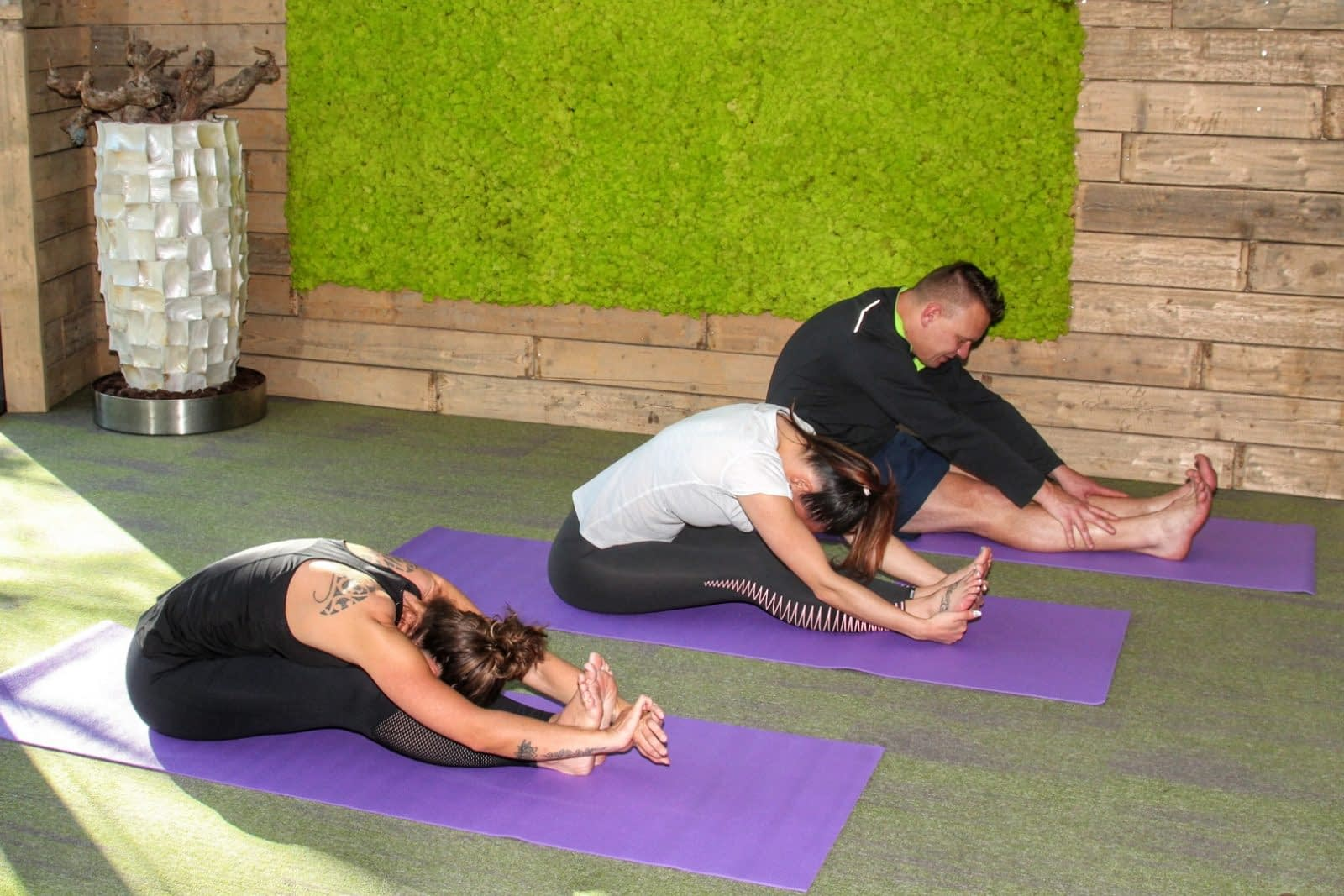 Yoga on the beach strand hotel vakantie