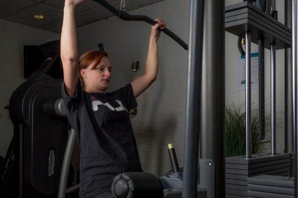 Bewegingsplein_ABRT_web-Fitness tijdens zwemles- bewegen is gezond- in shape komen- zelfstandig sporten