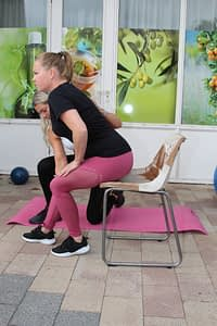 Zitten en opstaan uit stoel na zwangerschap