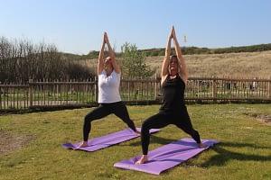 Hatha yoga krijgerhouding, warrior, westduin virabhadrasana, Vlissingen, zeeland, walcheren