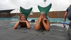 zeemeerminnen-poseren-bewegingsplein