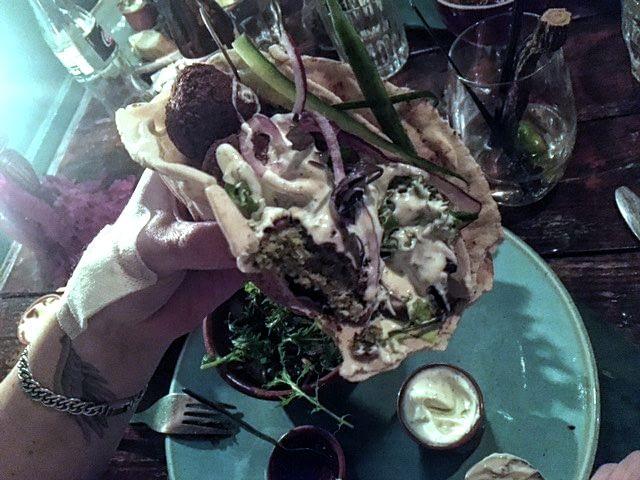 Wrap met Falafel (saus en frietjes)